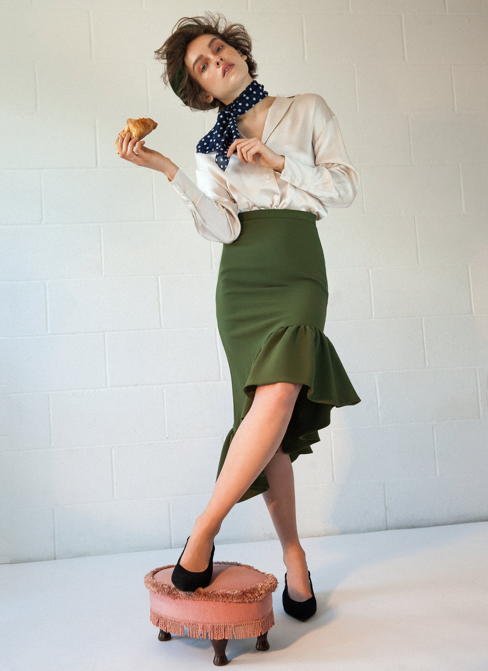 Shirt - Tara Jarmon Skirt - Edit Scarf: Cenci Vintage Berret: Cenci Vintage Shoes: Aeydee Ring: Shashi