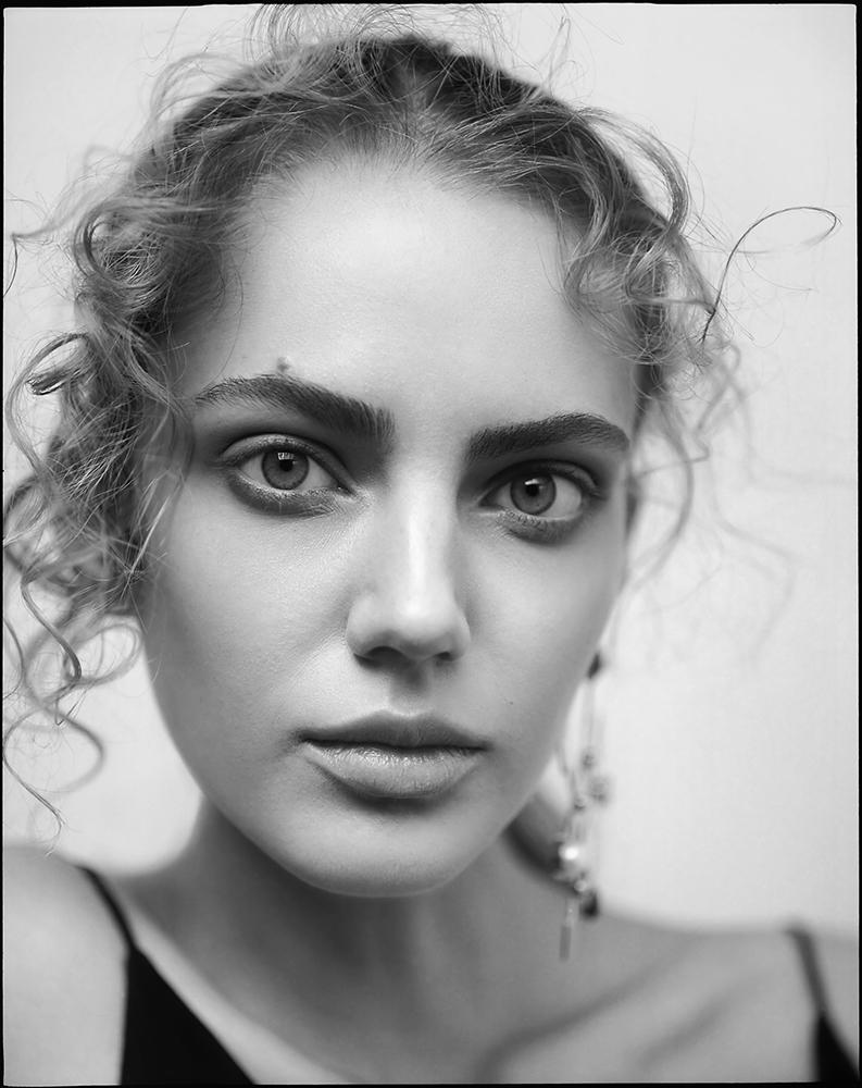 Dress Jaeha, earrings Jill Hopkins