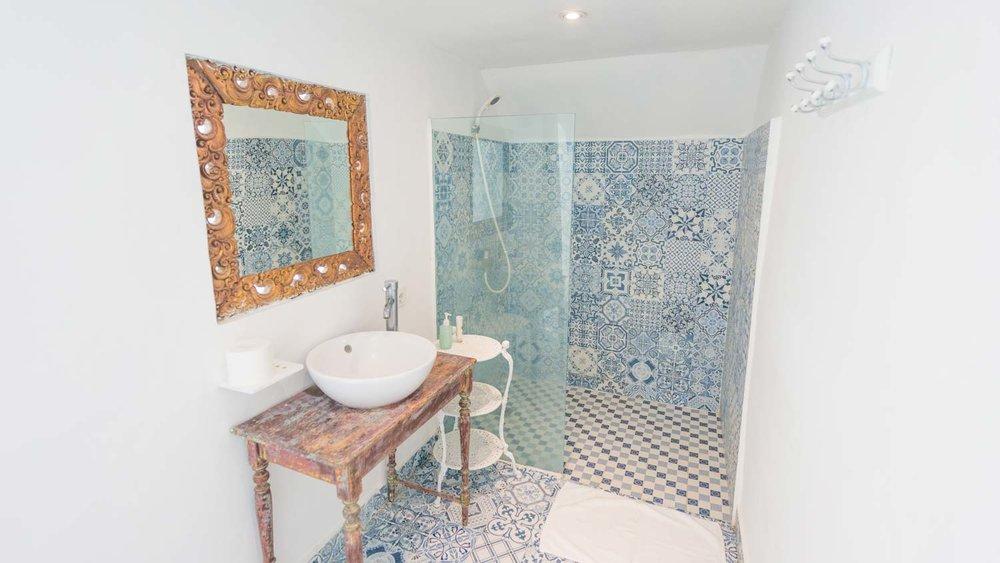 The-Sun-&-Surf-Stay-room-1-bathroom-1.jpg
