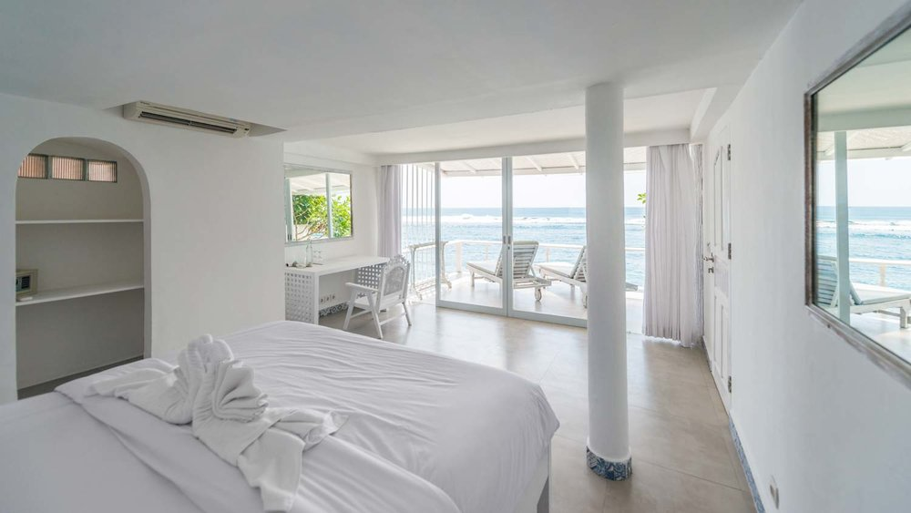 The-Sun-&-Surf-Stay-room-1-bedroom-1.jpg