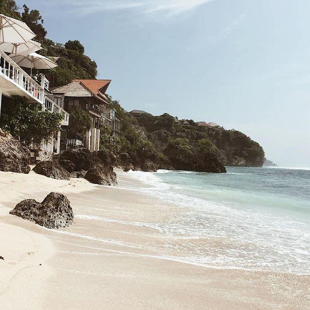 B E A C H  V I B E S ☀ come visit us @sunsurfstay BINGIN BEACH - BALI . . . . . . . #binginbeach #bingin #travel #beach #bali 📷@thao.chrpl