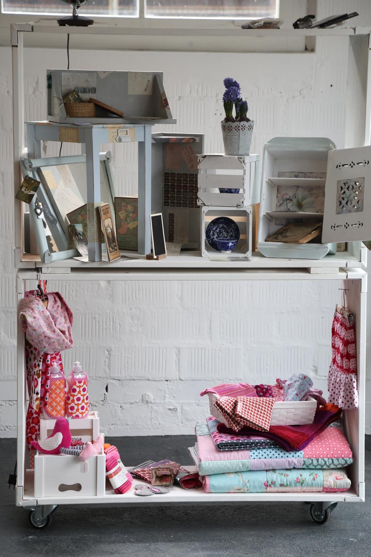PAPUNI stellt zu günstigen Konditionen eine Ausstellungsfläche im Laden zur Verfügung