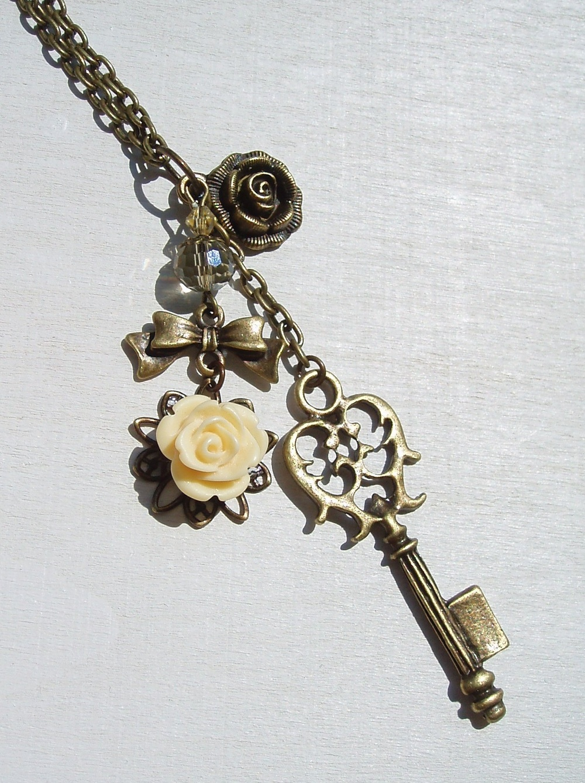 Kette Schlüssel mit Rosen.jpg
