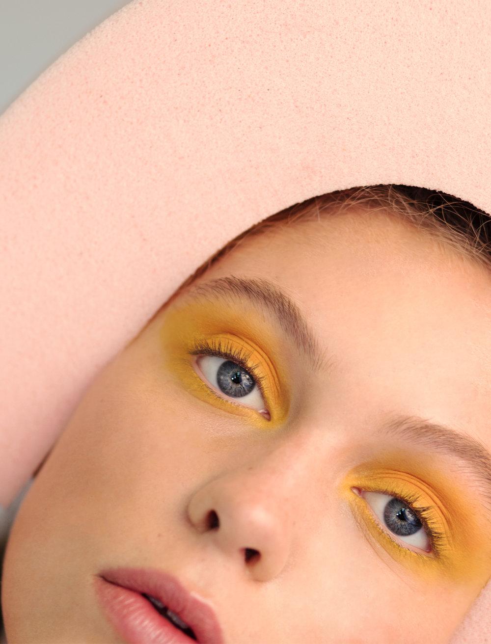 Beauty Editorial  /  PHOTOS: Sophie van Hasselt /  STYLING : me / MUAH: Daphne Weijers
