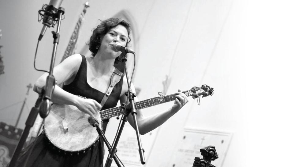 Edith B&W banjo-04lg-04.jpg