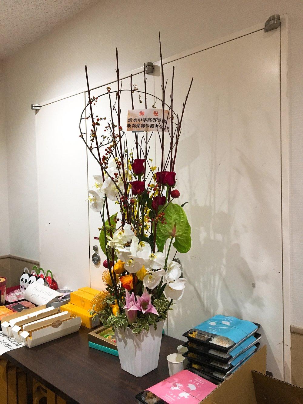 活水中学高等学校吹奏楽部保護者会様より素敵なお花を頂きました!