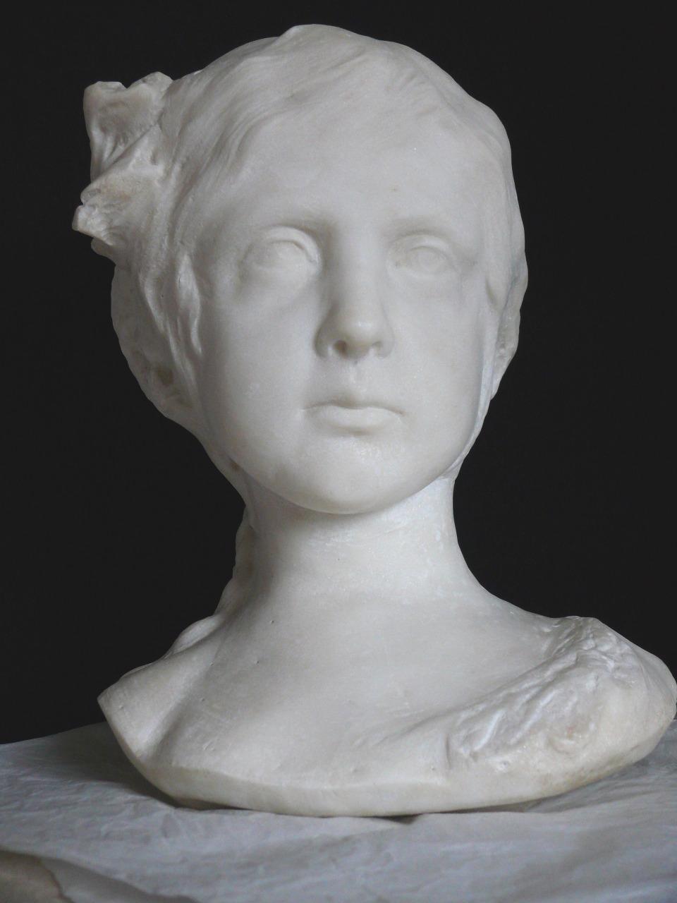Busto in marmo raffigurante Elisabeth Chaplin, recentemente restaurato