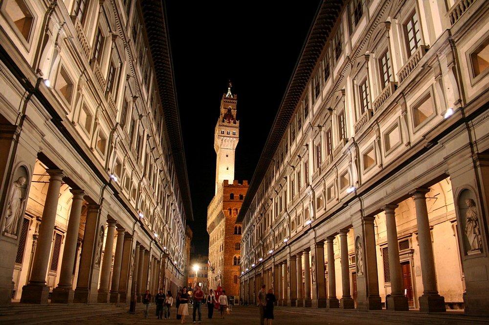 Il cortile degli Uffizi a Firenze