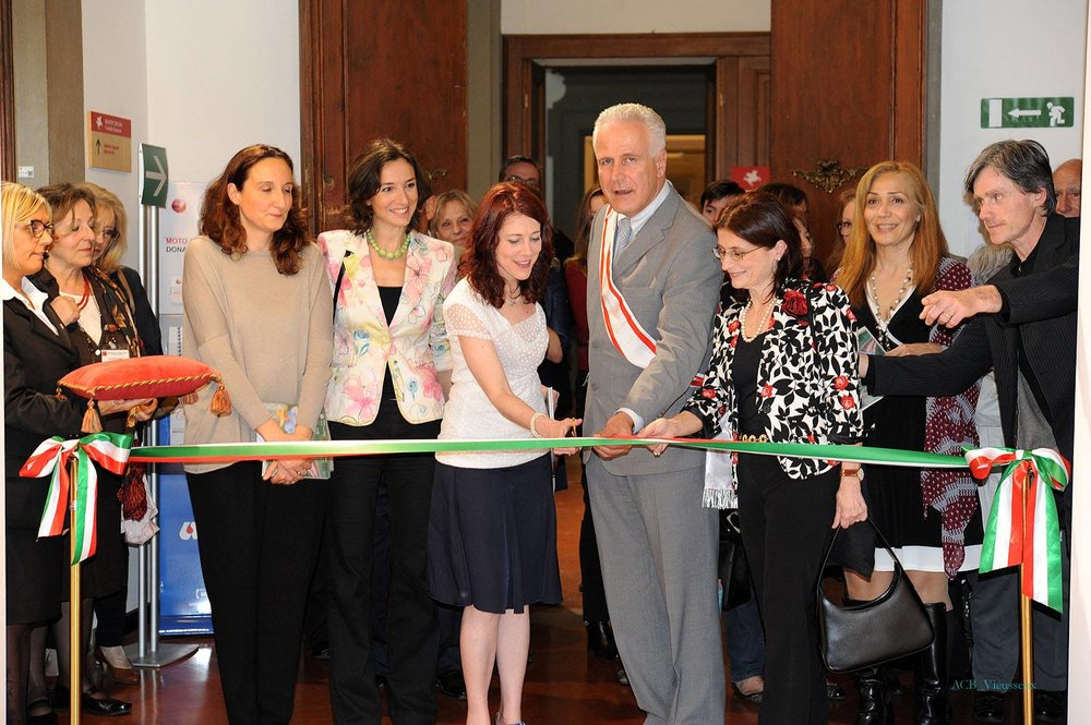La cerimonia del taglio del nastro col Presidente del Consiglio Regionale della Toscana e la Direttrice di AWA Italia.
