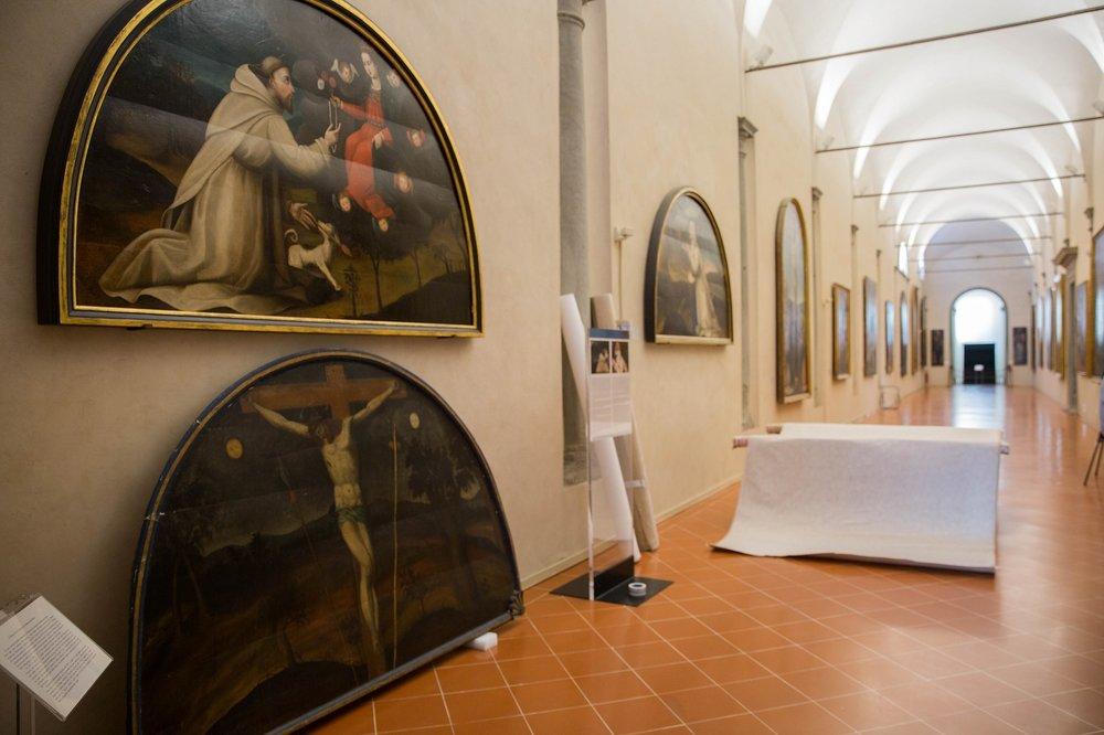 La Crocifissione al Museo di San Salvi in attesa di essere trasportata al laboratorio di restauro.