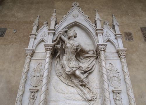 The-funeral-monument-to-Louise-De-Favreau_1_BOX.jpg