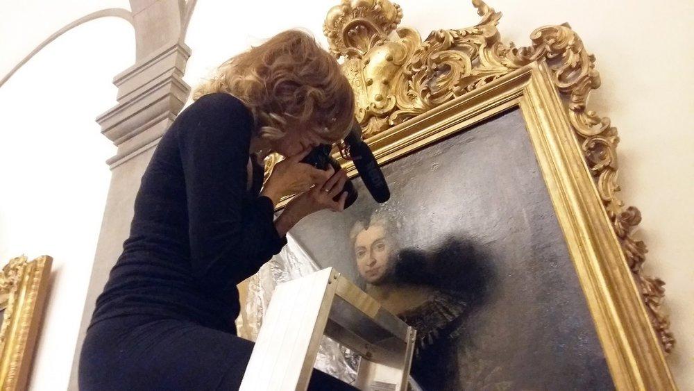 La regista Kirsten Hills cattura la ricerca dall'alto