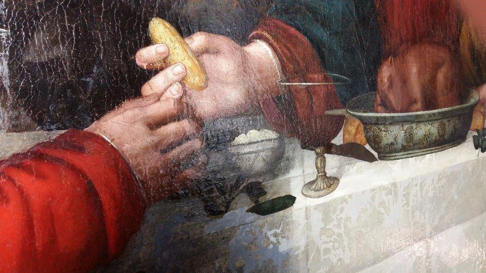 Particolare dell'Ultima Cena di Nelli in cui Cristo passa il pane a Giuda Iscariota