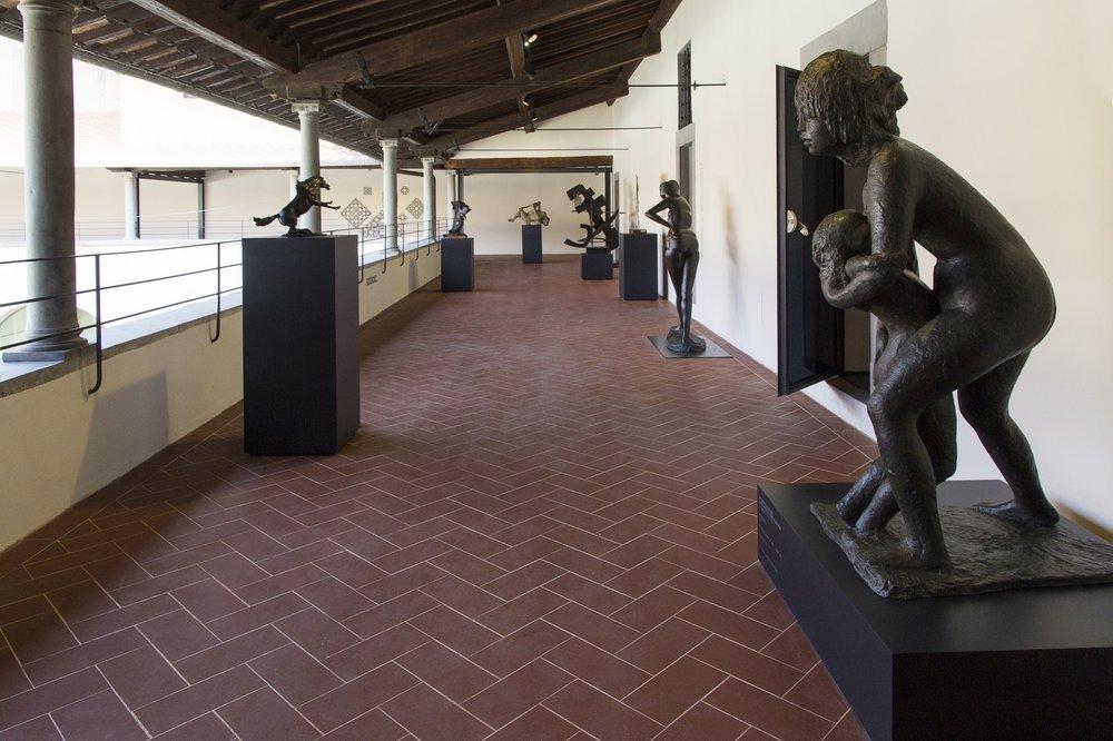 La scultura recentemente restaurata, nella Loggia del Museo Novecento