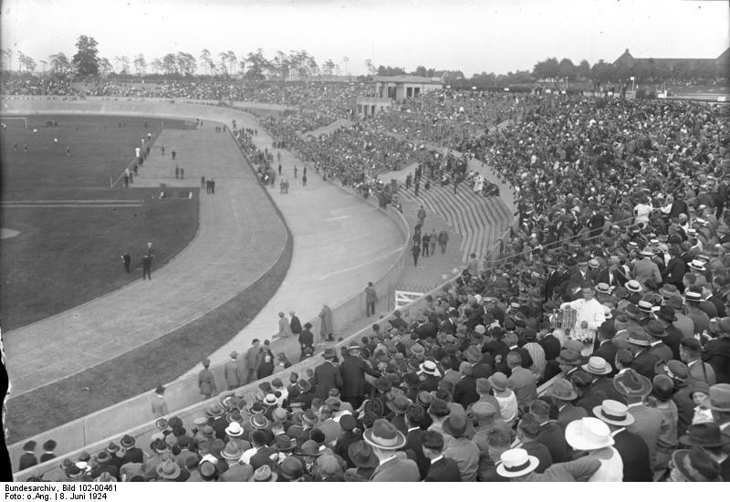 Bundesarchiv_Bild_102-00461,_Deutsche_Fußballmeisterschaft_Nürnberg_-_Hamburg.jpg