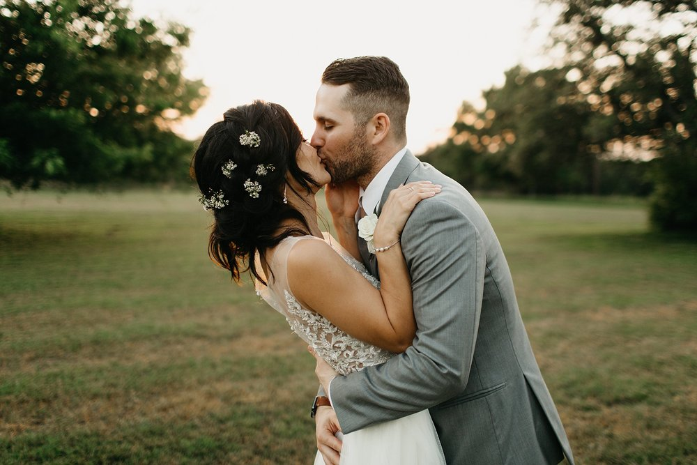 Wilderlove Co_Austin Texas_Vintage Villas Hotel_Wedding Photography_0051.jpg
