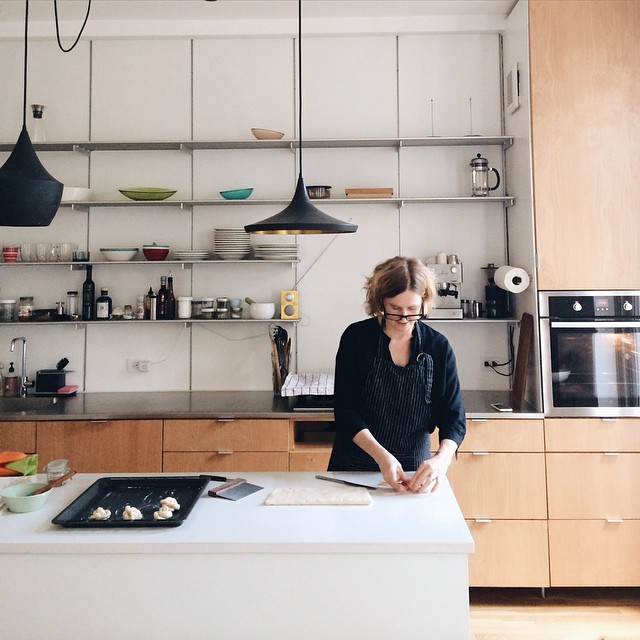 Today's the last day for @johannakindvall's #FIKA cookbook giveaway! Please leave a comment on the blog for your chance to win - and admire her gorgeous kitchen in the process. Good luck! 😍