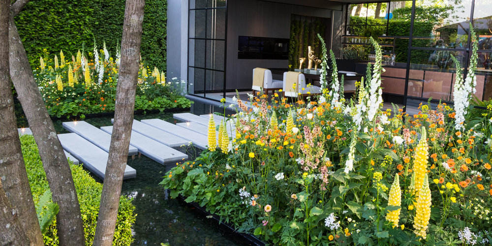 12 Small Garden Design Ideas to Take Away From Chelsea 2018 — Verve ...