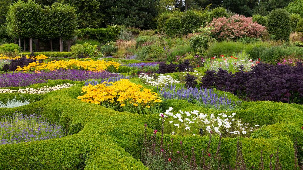 The Tom Stuart-Smith designed parterre at Broughton Grange in Oxfordshire is a modern version of more formal Renaissance patterns. mage  Chris Denning/Verve Garden Design.