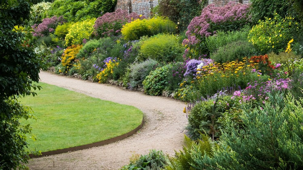 Layered Planting in the Waterperry Herbaceous Border. Image: Chris Denning/ Verve Garden Design.