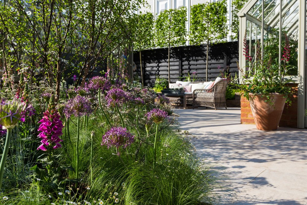 Ashbourne Beige Porcelain Paving by Westminster Stone. Designer: Jake Curley. Image: Chris Denning/ Verve Garden Design.
