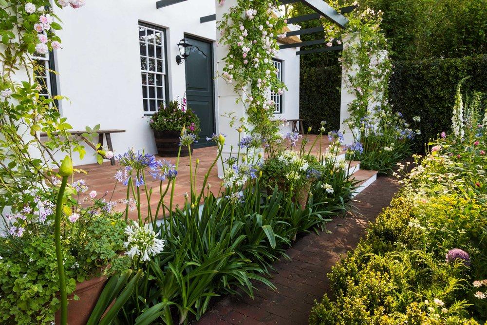 Terracotta tile patio. Designer: Jonathan Snow .  Image: Lorraine Young/ Verve Garden Design.