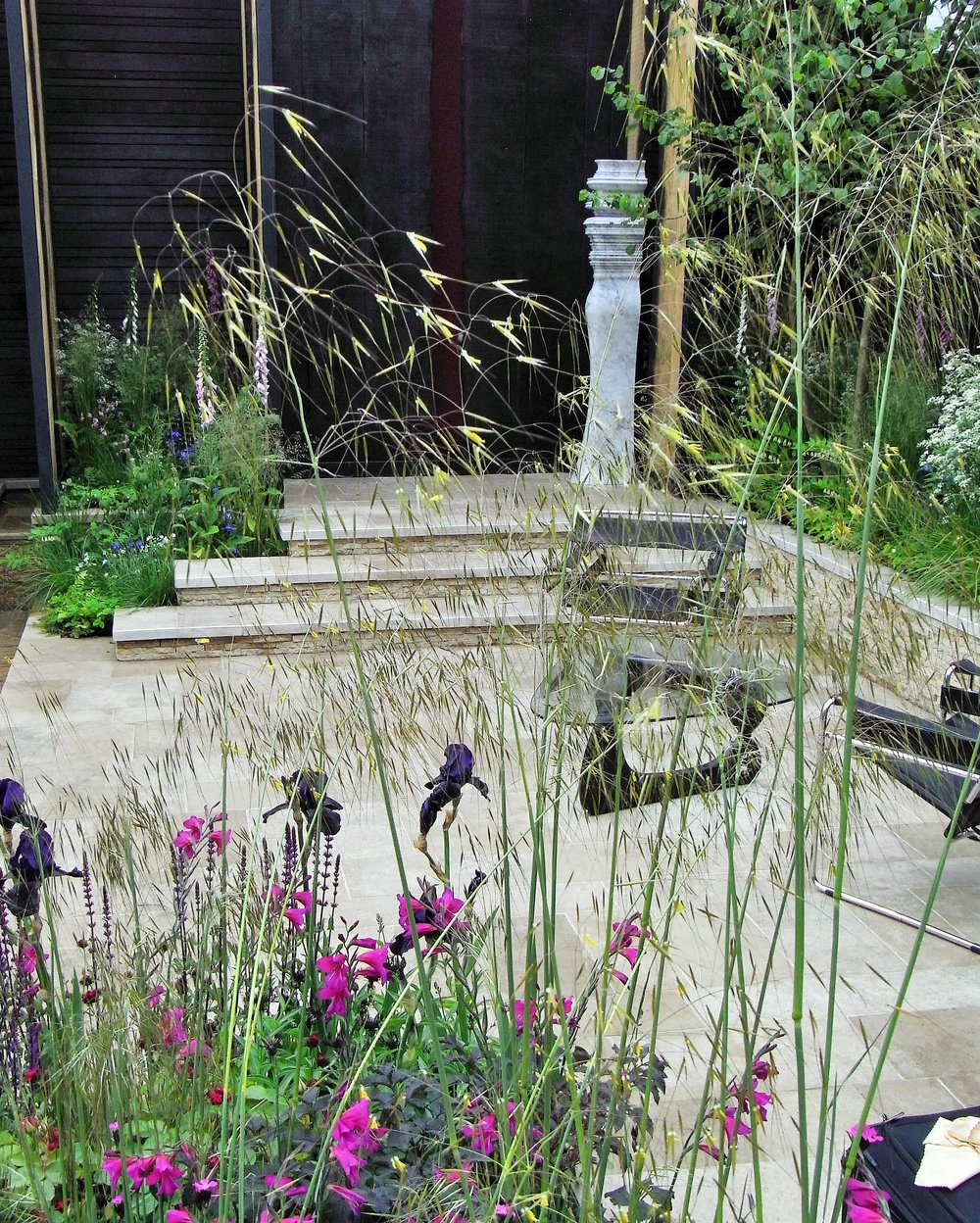 Limestone patio designed by Wilson McWilliam and supplied by Lovell Purbeck. Image: Lorraine Young/ Verve Garden Design.