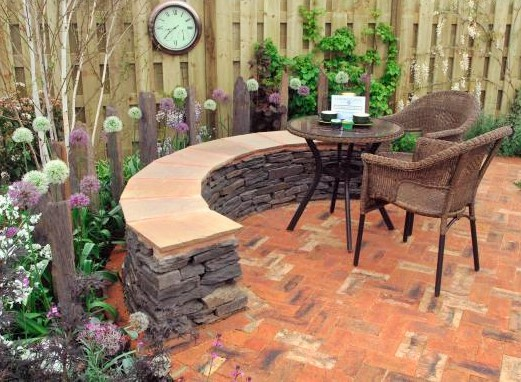 Reclaimed brick patio in modern garden. Designer: Mark Hanlon Image: Yorkshire Times.
