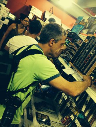 O artista Luiz Botelho