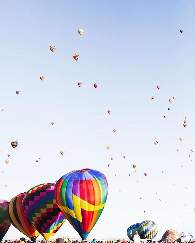 Happy Friday! 🎈Loving this photo and squarespace site by @elli_lauren today #squarespacecommunity