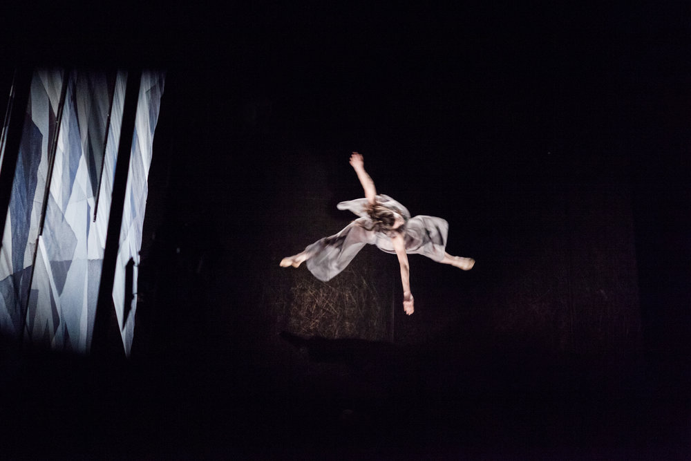 helen-ree-candoco_Mirjam_jump.jpg