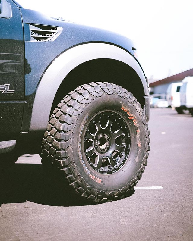 """Brb now searching for some 35"""" @bfgoodrichtires KR2 for the shop truck.  V jealous, @offroadcayenne with 37s"""