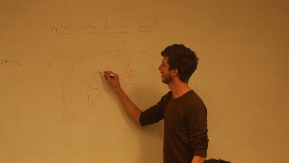 Pete Vilter of the Center for Robust Decision Making on Climate and Policy (RDCEP) and Hack@UChicago draws a world map during the Intro to Environmental Data Hacking workshop (led with Alison Brizius of RDCEP).