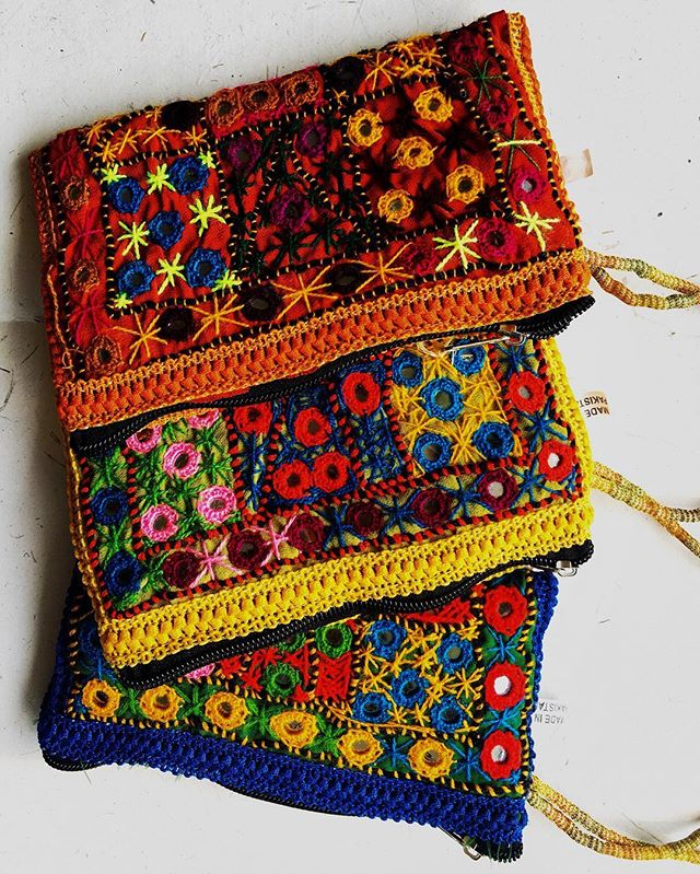 Have a wedding coming up? We know you probably do—it's just that time of year again.  That means you get to get all dolled up in celebration. - We have the perfect fun wristlet/clutch that will add a pop (or pops) of color to your outfit. 😍 - These beautiful clutches are a #TravelFind from Pakistan. 🌍