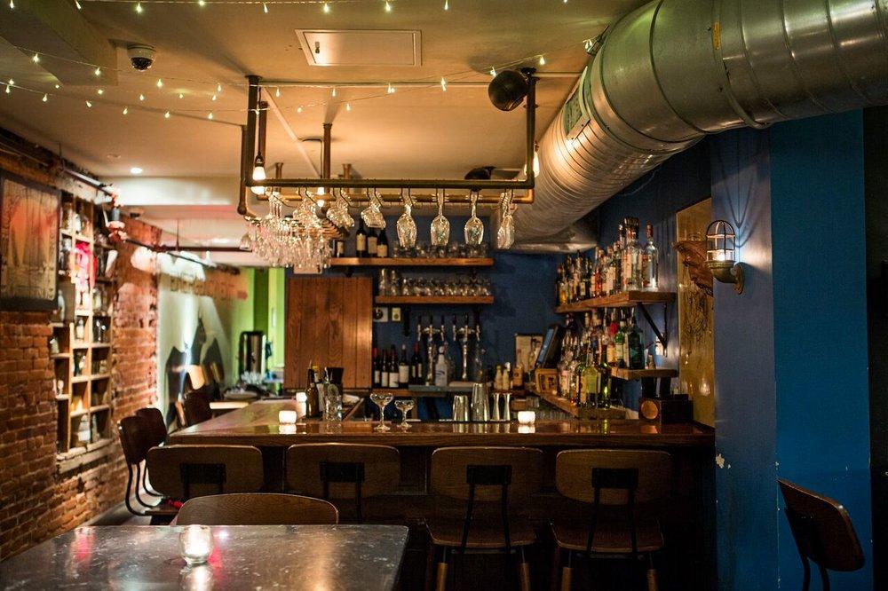 deco bar a vin la rue de paradis au cur du me de paris accueille le discret vino loco bar vins. Black Bedroom Furniture Sets. Home Design Ideas