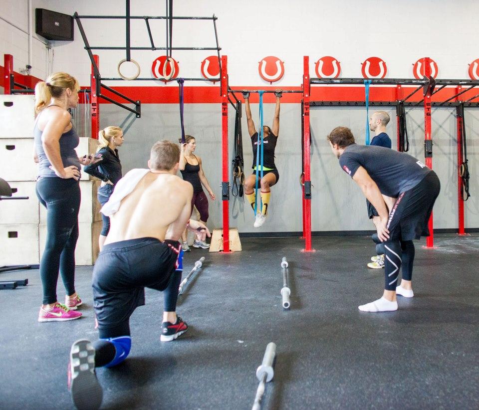 Maddy, Jen, Dan, Josh & Jonathan cheering on Stacey | CrossFit Horsepower: Studio City