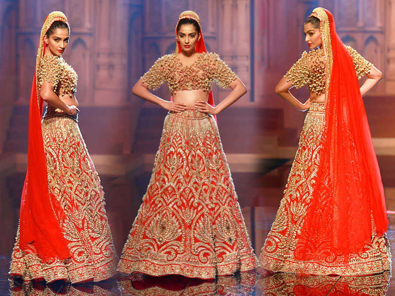 MANISH-MALHOTRA-INDIAN-BRIDAL-DRESSES-COLLECTION-2.jpg