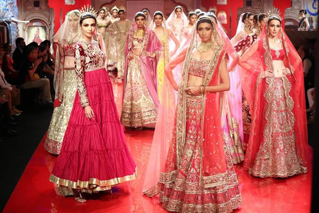 MANISH-MALHOTRA-INDIAN-BRIDAL-DRESSES-COLLECTION-1.jpg