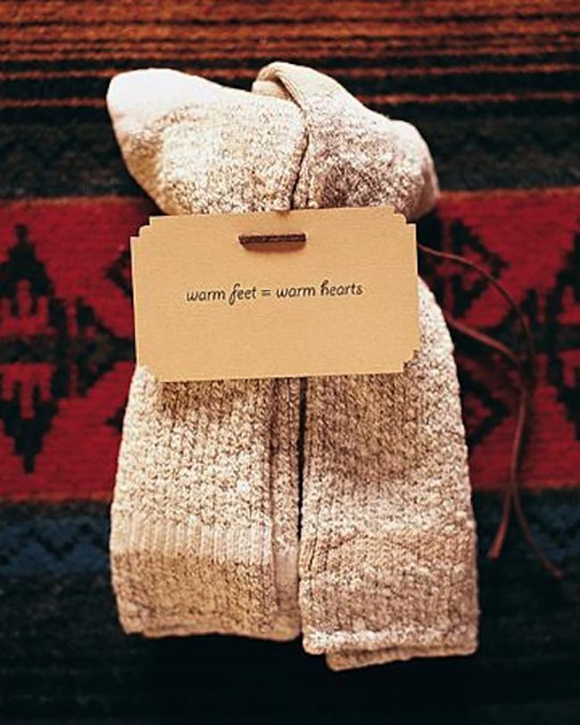 socks-winter-wedding-favors.jpg