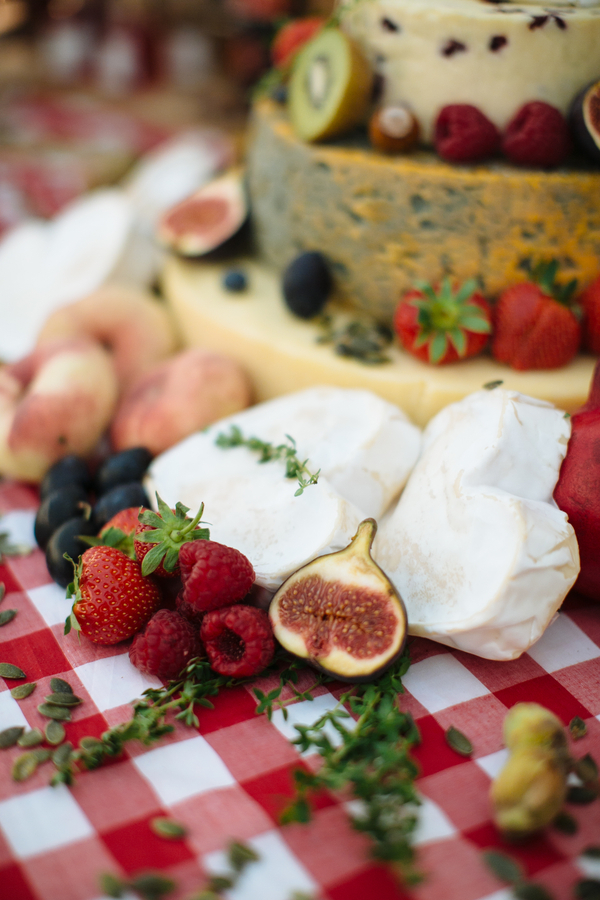 How-To-Make-a-Cheese-Wheel-Wedding-Cake-Top-Tips-from-Courtyard-Dairy-Bridal-Musings-Wedding-Blog10.jpg