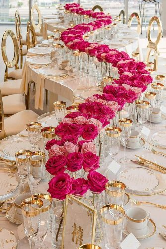 wedding-trends-2019-luxury-elegant-blush-gold-wavy-table-with-pink-red-roses-in-vace-tablerunner-agistudio-334x500.jpg