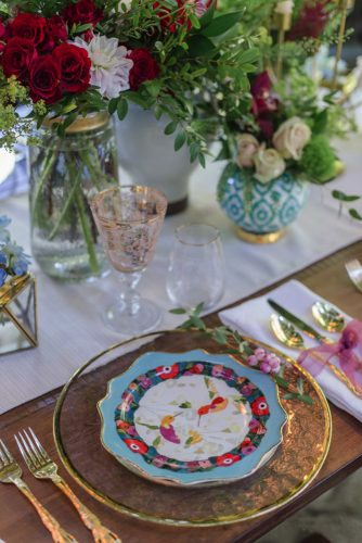 wedding-trends-2019-bright-table-with-flowers-and-colorful-plates-krista-fox-photography-334x500.jpg