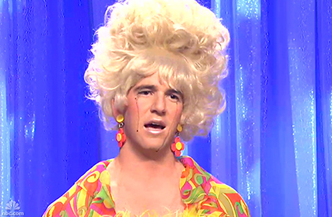 Eli Manning dressed in drag on SNL (photo from USmagazine.com