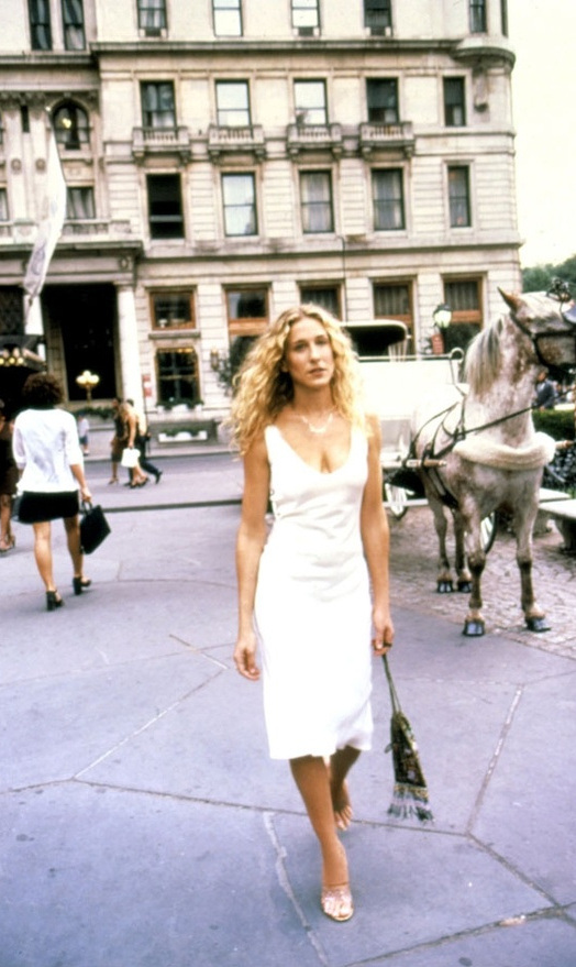 carrie-bradshaw-sex-and-the-city-sarah-jessica-parker-best-looks-stylechi-white-v-neck-sleeveless-dress.jpg