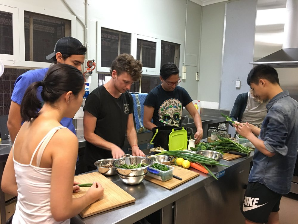 Michael and the various Skillet participants preparing the different salad components together.