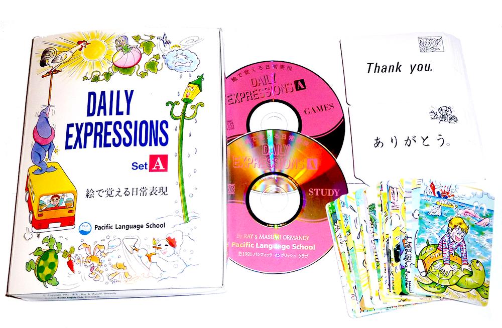 DAILY EXPRESSIONS SET A    日常よく使われる日常生活に欠かせない重要な表現の中で、子供の生活に関係の深いもの、例えばListen. (聞きなさい)、Ouch! (痛い!)、Thank you. (  ありがとう)など32の表現と約140の単語を、絵カードを見ながらCDを聞き学びます。