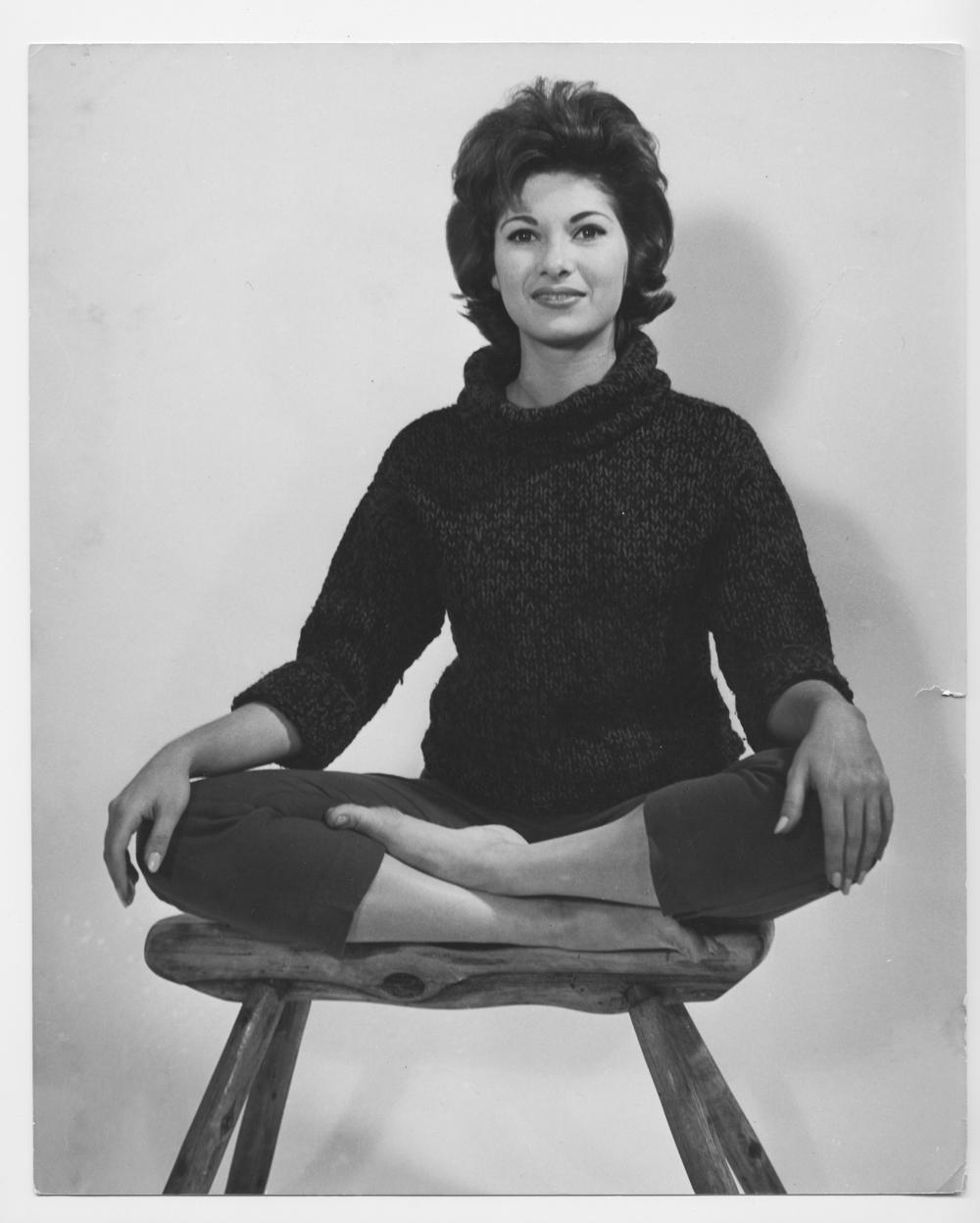Julie003-1960.jpg