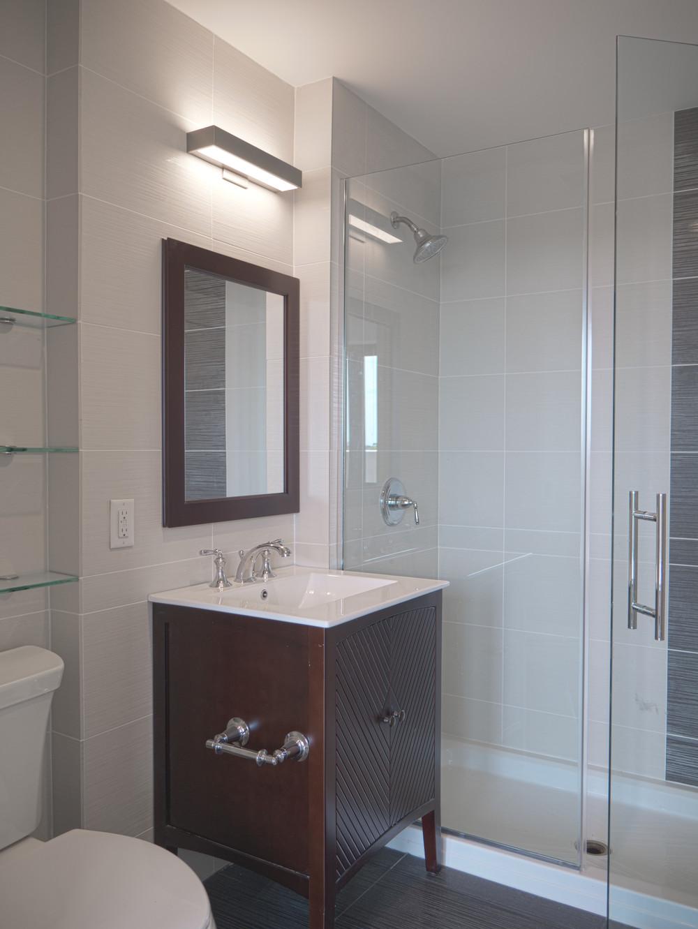 8a en suite bath.jpg