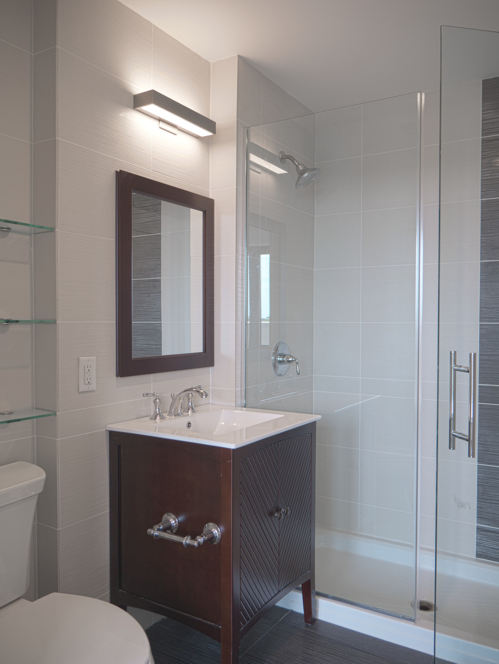 13 Master Bedroom 8a en suite bath.jpg