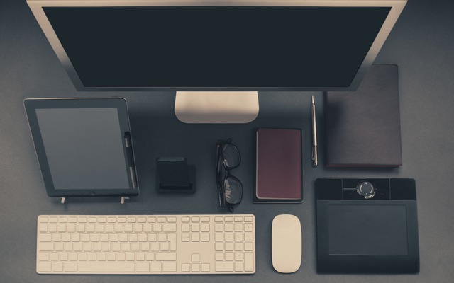 Computer, keyboard, tablet, glasses, mouse, and notpad.